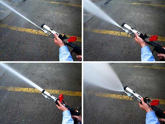 NEWタイプの放水銃ストレートから広角まで無段階に調節することができます。また、フォームヘッドから泡を放射することも可能です。