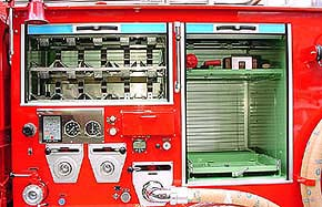ポンプ室上部は空気呼吸器予備ボンベ収納庫