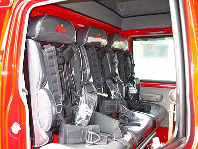 ボストロムシートを前席・後席に装備