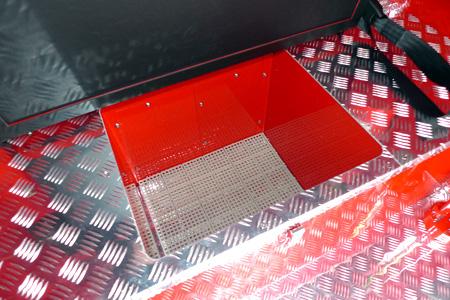 後部シート下機材ボックス